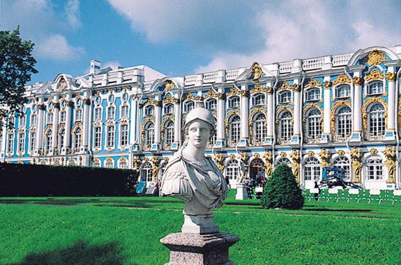 Пригородные замки и храмы Санкт-Петербурга